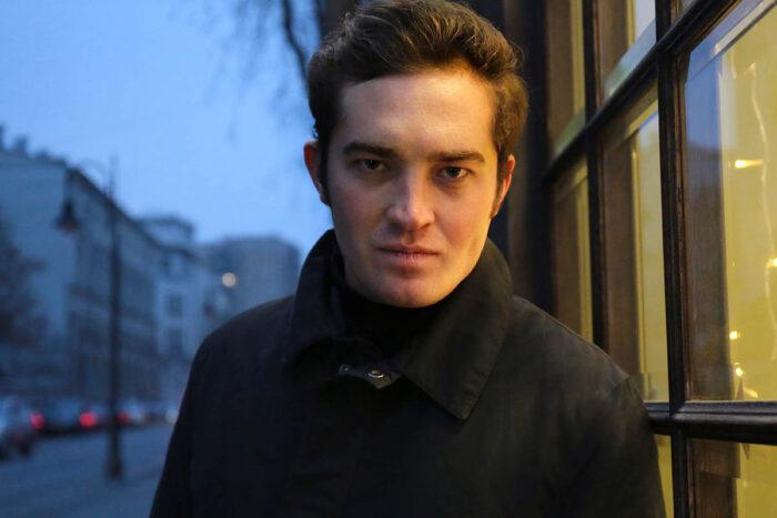 Двойник Роберта Паттинсона: Из вампира превратился в зомби