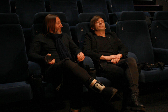 Би-2 презентовали музыкальное шоу «Биология» в кинотеатре